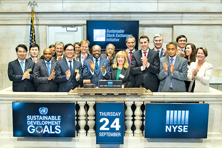 CSE Chairman Vajira Kulatilaka  with other capital market leaders and senior UN officials for the NYSE Closing Bell on September 24, to mark the launch of the new United Nations Sustainable Development Goals.