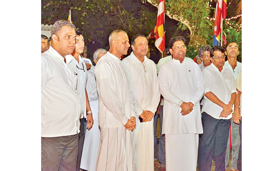 A special religious programme was held at Deniyaya Getabaru Temple to mark Binara Poya with the participation of Parliamentary Reforms and Media Minister Gayantha Karunatilleka, Southern Development Minister Sagala Ratnayaka and ANCL Chairman Kavan Ratnayaka.