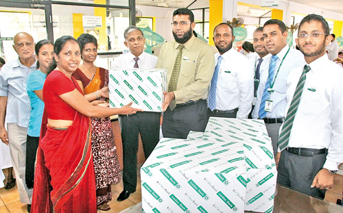 Amãna Bank Chief Financial Officer Ali Wahid handing over the equipment to Colombo South Teaching Hospital Director, Dr. Asela Gunawardena in the presence of Ward Consultants, Nurses and Bank staff.