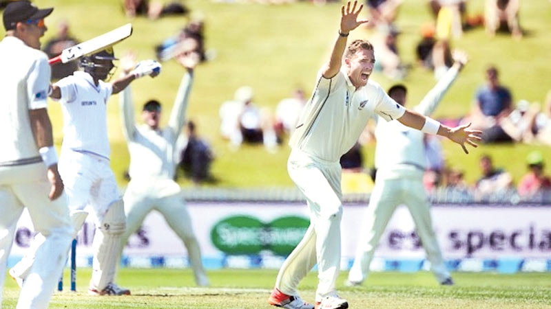 Sri Lankan batsmen were at the receiving end of some hostile short-pitched bowling by New Zealand in the second innings of the second Test at Hamilton.