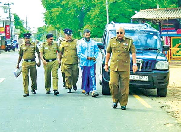 The gold jewellery businessman from Bandaragama who was arrested by a special police team attached to the Trincomalee Police in Haldummulla taken to the Trincomalee Magistrate's Court. Picture by M.A.Gunananda, Trincomalee Special Group Corr