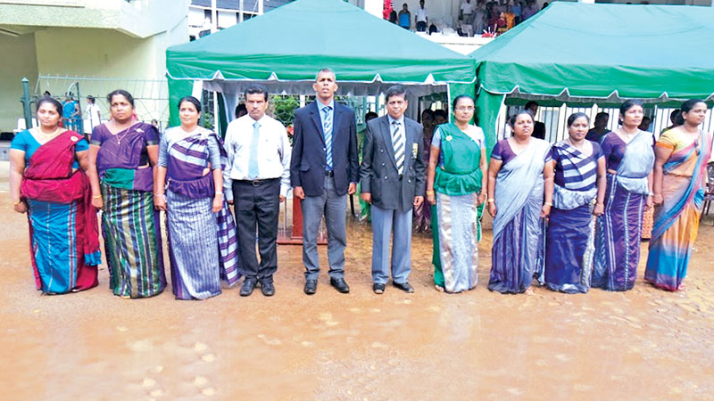 Chief Guest Sunil Jayaweera flanked by the Principal, Director of Sports attached to the Dept. of Education, Kandy, Athula Jayawardena, and other members of the Organising Committee. Pictures by Upananda Jayasundera-Kandy Sports Special Corr.