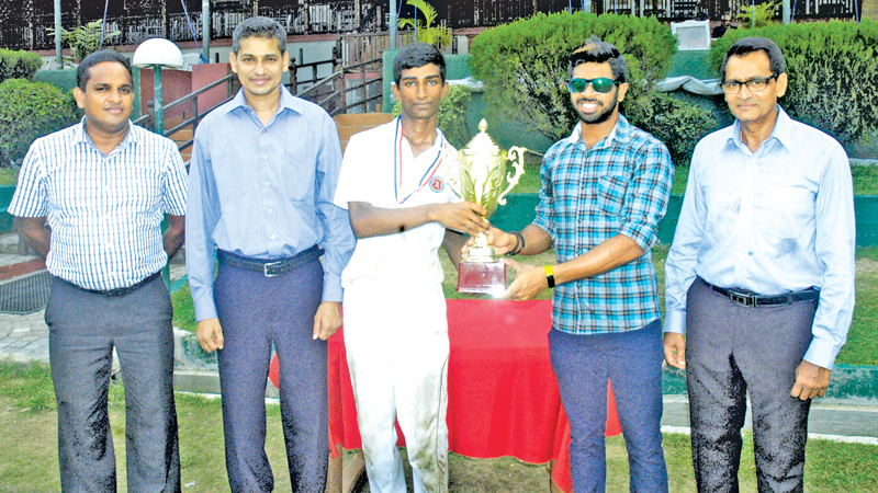 The Skipper of NCC Cricket Acadamy receives the Battle Of Centurian Trophy from Sri Lankan Opener Niroshan Didkwella while from left Mahesh De Alwis, Niran Mahawatte and Dilip Somaratne, Coach NCC Cricket Acadamy look on.  ( Pictures By – Herbert Perera)