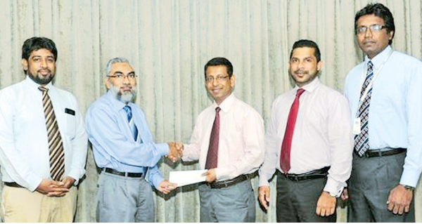 Country Manager of Transnational BPM Lanka Dr. Imtiaz Ismail is seen handing over the sponsorship cheque to the President of the Clearing Association of Bankers, Upul de Silva. Thurab Hilmy Deputy General Manager of Transnational BPM Lanka Razak Deen, Secretary and Janak Palugaswewa, Treasurer of the Clearing Association of Bankersis in the picture.