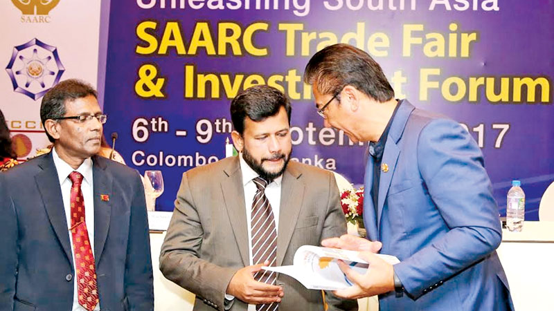SAARC Chamber of Commerce and Industry President Suraj Vaidya  presenting a token of appreciation to Minister of Industry and Commerce Rishard Bathudeen