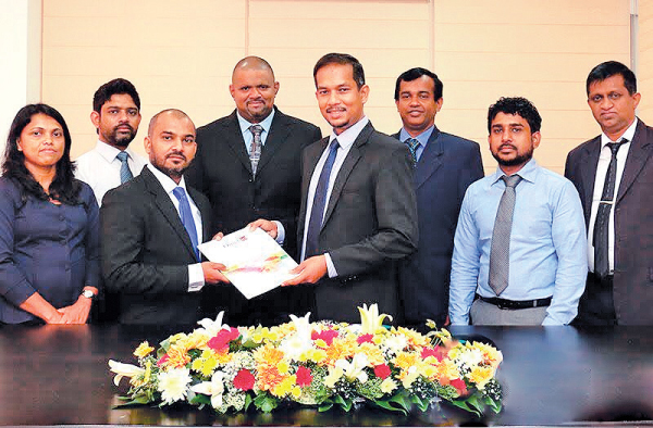 eIMSky CEO Viranga Kekulawala exchanging the agreement with Omobio CEO Eranga Weeraratne. Omobio Director Pradeepa Gurusinghe, eIMSky COO Sasiri Jayasinghe,  Omobio General Manager Samitha Nagasinghe and Director Sumith Gamage, eIMSky CTO Lasitha Kumara Liyanage and Omobio Director Shehan Alawatta are also present