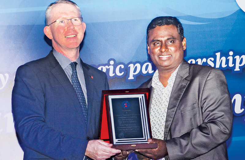 ICBT Campus CEO/Executive Director Dr. Mohan Pathirana presenting a memento to ACCA Global President Brian McEnery during the signing of a MoU between the two institutions at the ICBT Campus premises at Colombo on Wednesday (12). Picture by Wimal Karunathilaka.