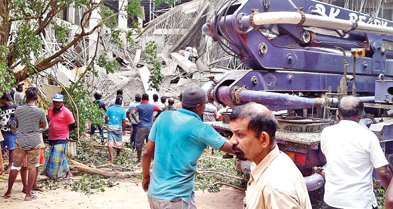 Building collapses: Four injured