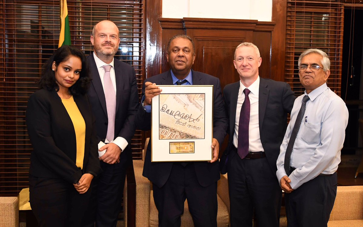 Finance Minister Mangala Samaraweera signs first Rs. 5,000 note