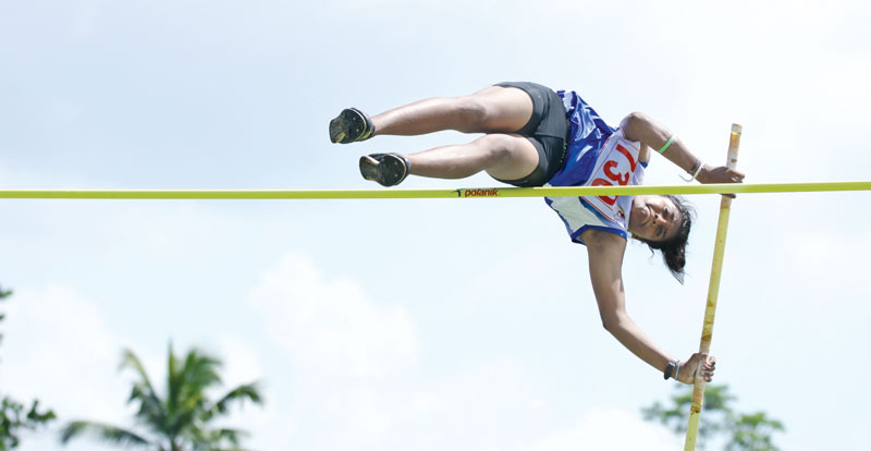 Northern Province's Anitha sets new record in pole vault