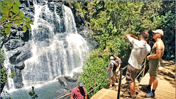 Government targets Rs.7 bn in revenue, 600,000 jobs from tourism by 2020