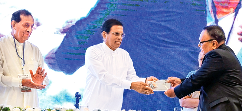 President Maithripala Sirisena presenting the First Day Cover to mark the event to the Speaker of the Maldivian Parliament Abdullah Maseen Mohamed while Speaker Karu Jayasuriya looks on. (Picture by President's Media Division)
