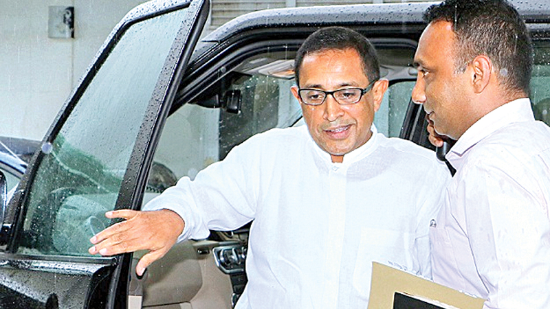 Minister Kabir Hashim arriving at the Bond Commission yesterday.Picture by Saman Sri Wedage