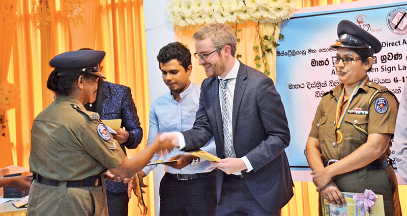 Second Secretary of the Australian High Commission Nick Burnett presenting a certificate of completion to one of the participants.