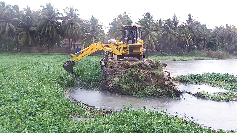 Programme to drain off excess water in progress. Picture by I. L. M. RIZAN,  Addalaichenai Central Corr.