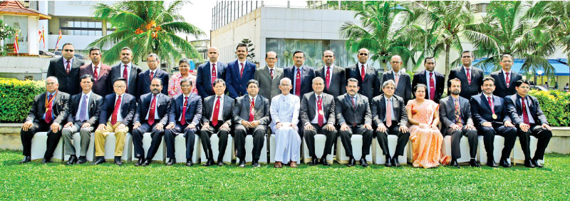 Minister of Finance Eran Wickramaratne with ISMM officials and foreign delegates of the international seminar