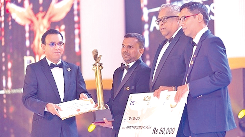 Award for Best medical promotional officer received by Ravi Katapalli - Country Manager Sri Lanka – Abbott Nutrition from M Jayasekaran - Divisional Director CIC Pharmaceutical Division, Mohomad Wazli – Field Manager – Abbott Nutrition and Samantha Ranatunga – MD and CEO CIC Holdings.