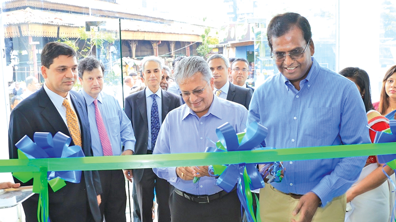 G. Rajendran, President of the Traders Association and Nihal Senevirathne  – Managing Director of N B Foods opening MCB Pettah branch in the presence of Aali Shafi, Country General Manager and other senior officials of MCB Bank.