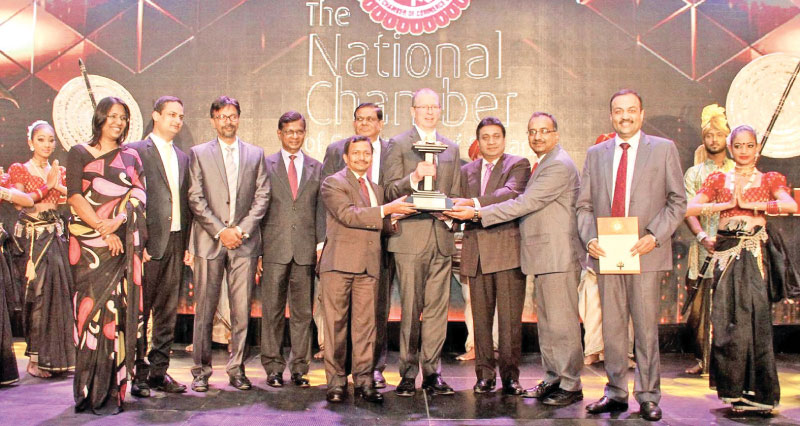 Lanka IOC PLC officials receiving the the National Business Excellence Gold award at the National Business Excellence Awards 2017 held on Wednesday at Hilton Colombo. Picture by Sulochana Gamage