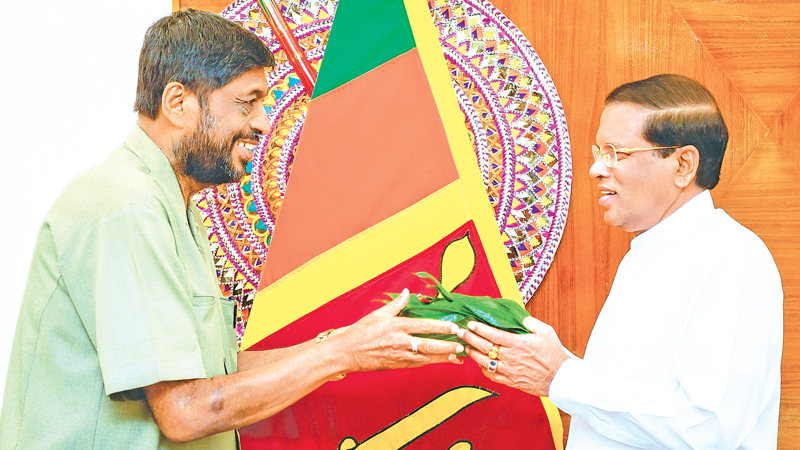 Former Parliamentarian and Deputy Chairman of Mahajana Eksath Peramuna  Somaweera Chandrasiri yesterday expressed support to President Maithripala Sirisena at the President's Official Residence. Picture by Sudath  Silva.