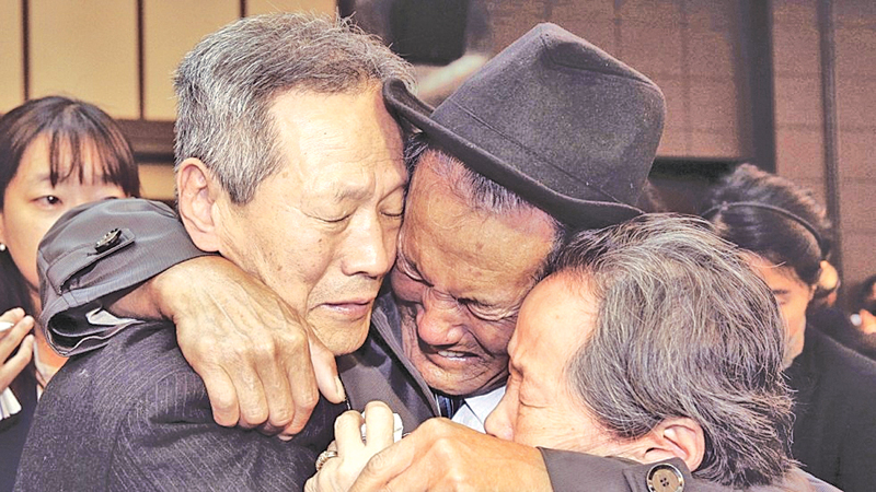A reunion of family members from North and South Korea. - (AFP FILE PHOTO)