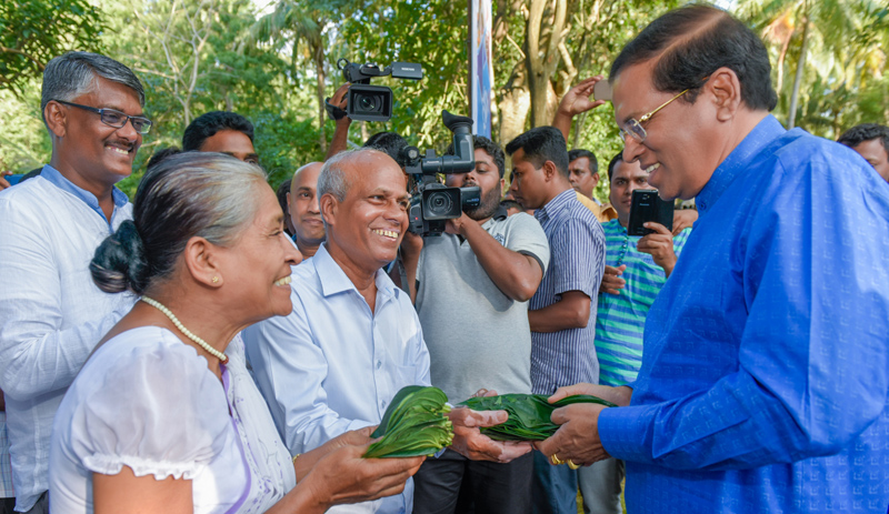 President Maithripala Sirisena is being welcomed by the people of Medirigiriya.  Picture by President's Media Unit