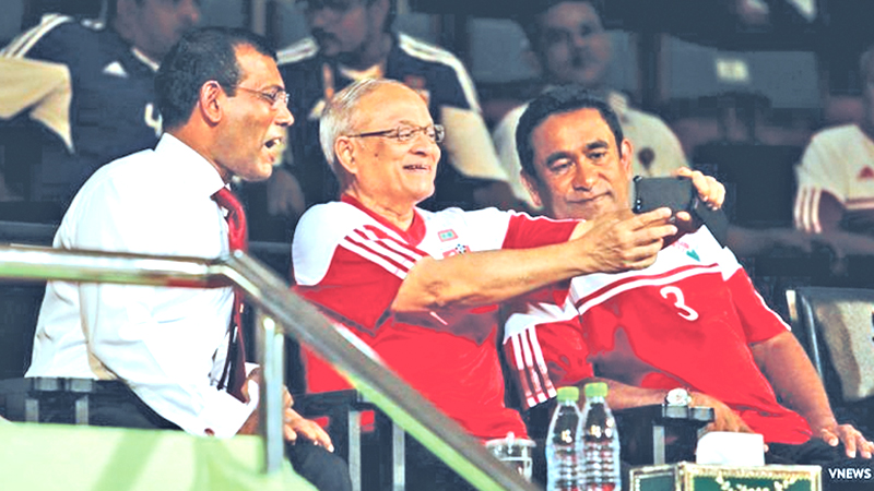 From left to right: Former Maldivian Presidents Mohamed Nasheed, Maumoon Abdul Gayoom and current Maldivian President Abdulla Yameen at a soccer match.