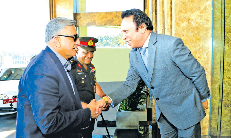 The Army Chief of Pakistan, General Qamar Javed Bajwa paid a visit to the Grand Kandyan on January 17, during his goodwill visit to Sri Lanka. Here the Army Chief is being welcomed by the General Manager of The Grand Kandyan, Thusith Samaraweera.
