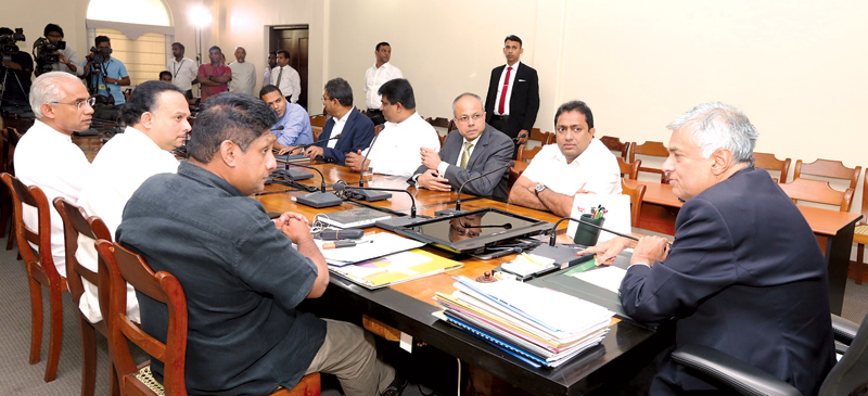 Prime Minister Ranil Wickremesinghe met a team of UNP ministers and deputy ministers at Temple Trees yesterday to discuss the way forward for the country. Ministers Sajith Premadasa, Harin Fernando, Akila Viraj Kariyawasam, Naveen Dissanayake, Sagala Ratnayaka, Deputy Ministers Harsha de Silva, Ajith P.Perera and State Minister Eran Wickremaratne were present at the discussion. (Picture courtesy Prime Minister's Media Diviion)