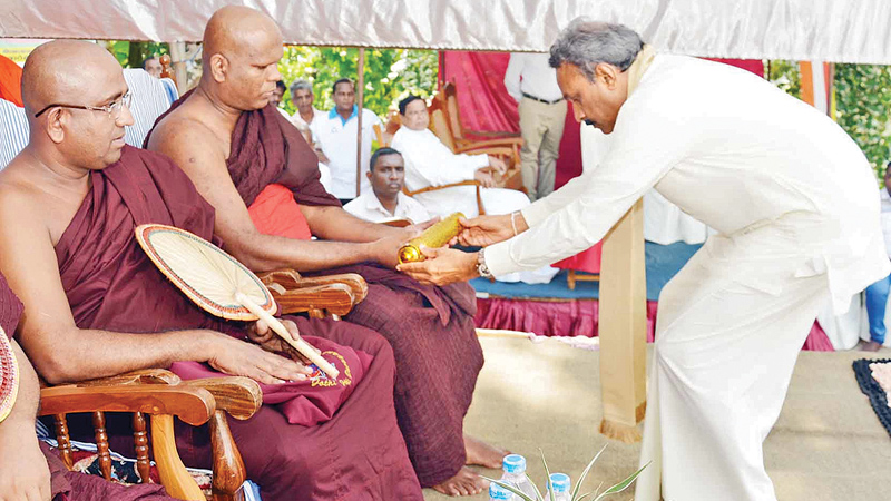 Southern Province Governor Dr. Hemakumara Nanayakkara presents the act of appointment to the Chief Incumbent of Keeridola Daham-lena Aranya Senasana in Elpitiya and Panna pradeepa Bhavana Madyasthanaya of Thalgaspe in Galle, Ven. Ronnaduwe Gnanathilake, as Galle District Deputy Sanghanayake of Shyamopali Vanavasa Maha Nikaya of Maha Vihara. Picture by Mahinda P. Liyanage, Galle Central Special Corr.