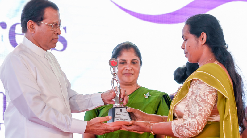 President Maithripala Sirisena presents an award to an outstanding woman entrepreneur. Picture by Sudath Silva.