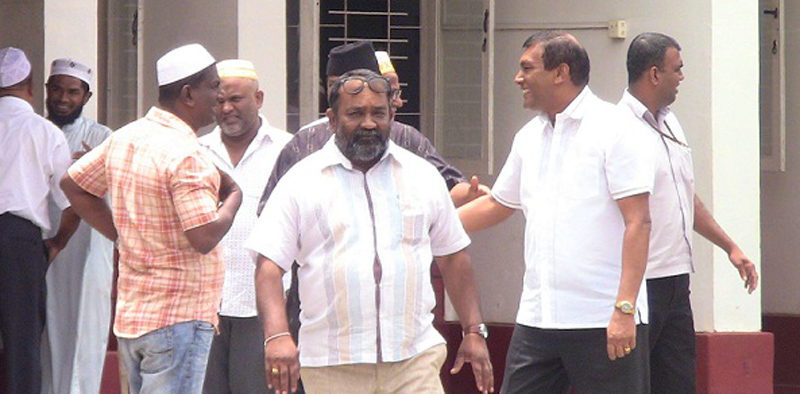 Agriculture State Minister Wasantha Aluvihare meeting the Muslim community at a mosque. Picture by Raveendra Viraj.