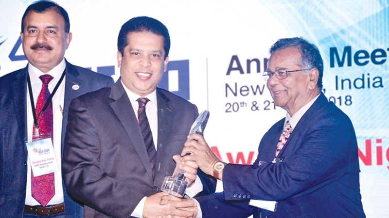 Lakshman Silva CEO DFCC Bank receiving the award for the Best Annual Report from Dr. Sailendra Narain, Honorary Member, ADFIAP at 41st Annual Meeting