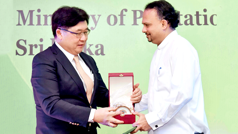 Minister Dissanayake receiving a token of appreciation.
