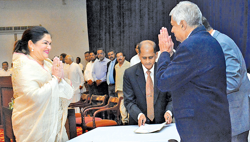 Rosy Senanayake who became the first female Mayor of the Colombo Municipal Council (CMC) and other United National Party members elected to the CMC took oaths before Prime Minister Ranil Wickremesinghe at Temple Trees last evening. Minister D.M. Swaminathan, other UNP Ministers and UNP Parliamentarians were also present.  Picture by Hirantha Gunatillaka