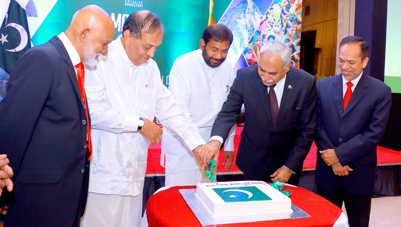 Minister Daya Gamage, Speaker Karu Jayasuriya and Pakistani High Commissioner to Sri Lanka Dr. Shahid Ahmad Hashmat cutting the cake commemorating Pakistan's National Day. Picture by Hirantha Gunathilake.