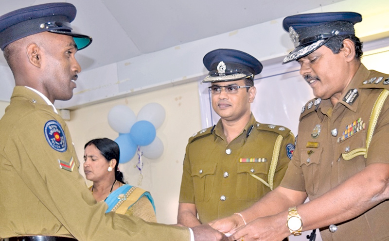 A police officer receiving an award from Eastern Province Senior DIG Kapila Jayasekara. Picture by Sivam Packiyanathan, Batticaloa Special Corr.