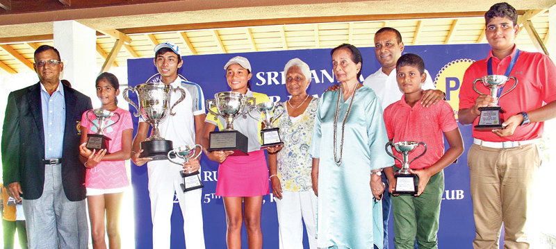 Top division champions Vinod Weerasinghe (3rd from left) and Taniya Balasooriya (4th from left) along with other division winners, SLGU officials and representatives from sponsors. Picture by Herbert Perera