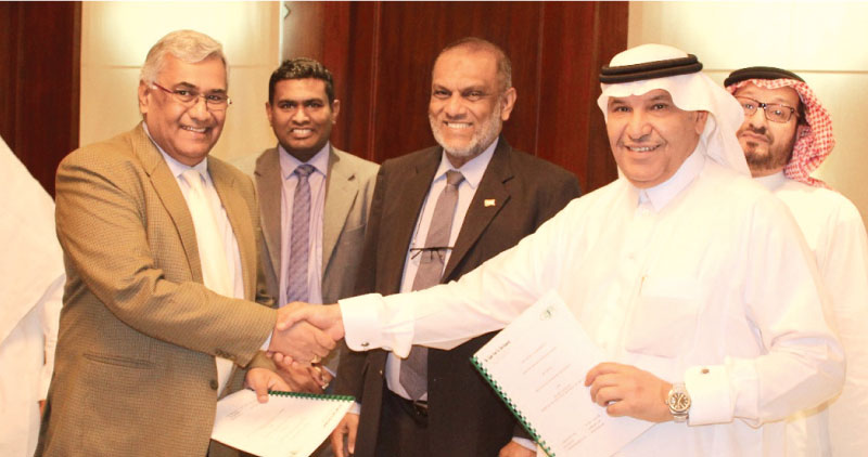 Anton Hemantha, Managing Director of SELMO Pvt. Ltd and  Ahmed Al  Ghannam, Director General of the Saudi Export Program exchanging the  agreement in the presence of Sri Lanka's Ambassador to Saudi Arabia,  Azmi Thassim, and other representatives from both sides.