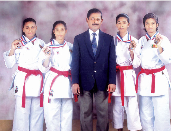 The medal winning karatekas with the chief Karate Instructor Sensei Lakshman Saparamadu. Picture by Malwana Group Correspondent Mahanama Vithanage