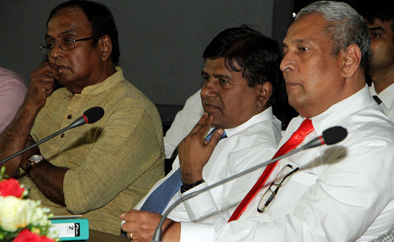 Higher Education and Cultural Affairs Minister Wijeyadasa Rajapakshe, film director Somaratne Dissanayake and NFC Chairman Sithendra Senaratne at the press briefing. Picture by Nissanka Wijeratne