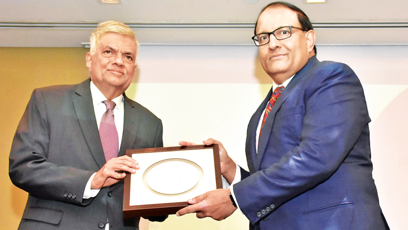 Singaporean Minister of Trade and Industries S. Iswaran presents a memento to Prime Minister Ranil Wickremesinghe on the sidelines of the Sri Lanka-Singapore Business Conference.