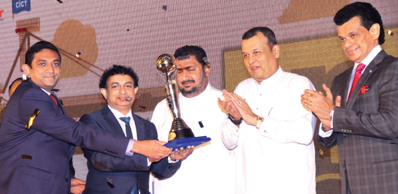 Minister Mahinda Samarasinghe, Deputy Minister Nishantha Muthuhettigama and Chairman SLPA, Dr. Parakrama Dissanayake presenting an award to Main Line Operator category winner, Mediterranean Shipping Company. Picture by Shan Prabath