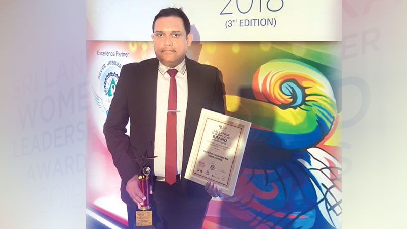 CEO of     Emerald Isle Manpower and Travel Services, Hemantha Sapumohotti with the award