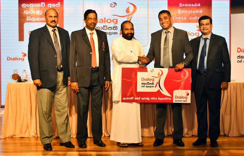 Dialog Axiata PLC Brand & Media General Manager, Harsha Samaranayake (2nd from right) hands over the sponsorship to Sri Lanka Volleyball Federation president and Power and Renewable Energy Minister Ranjith Siyambalapitiya (centre). Others in the picture are from left: C Rathnamudali (SLVF vice president), A S Nalaka (SLVF secretary), Kanchana Jayarathne (SLVF Tournament Committee chairman)