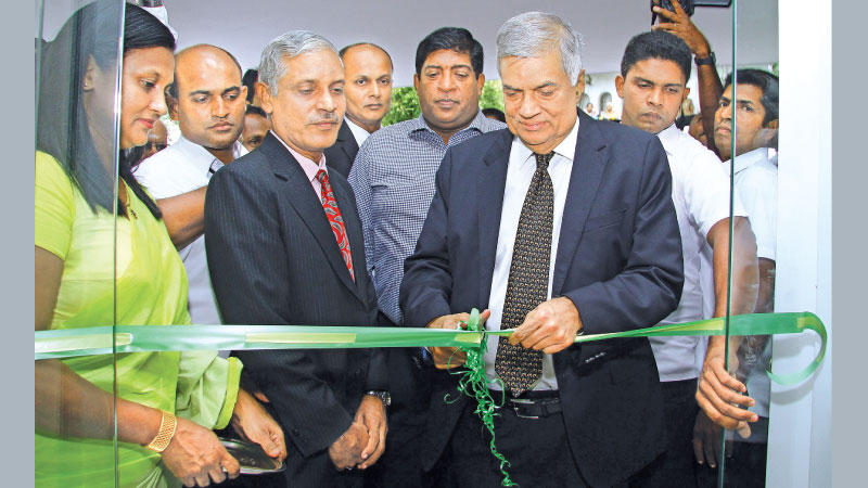 Prime Minister Ranil Wickremesinghe opening the building complex. Parliamentarian Ravi Karunanayake and Colombo Mayor Rosy Senanayake were present.  Picture by Hirantha Gunathilake