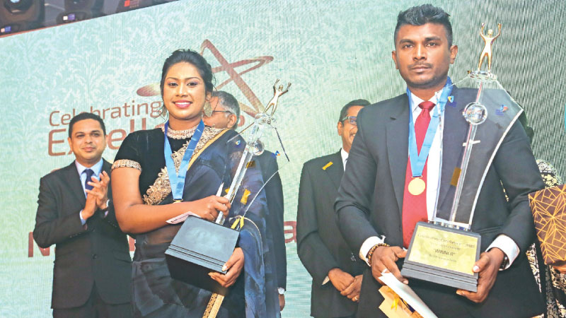 Best Sales Person of Personal Lines Nimeshi Dishala Happuarachchi and the Best Sales Person of Corporate Lines Prabath Silva with their awards.