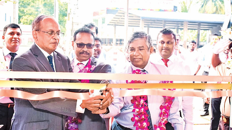 The Kiribathgoda branch opened by Chief Guest Prasantha Lal de Alwis.