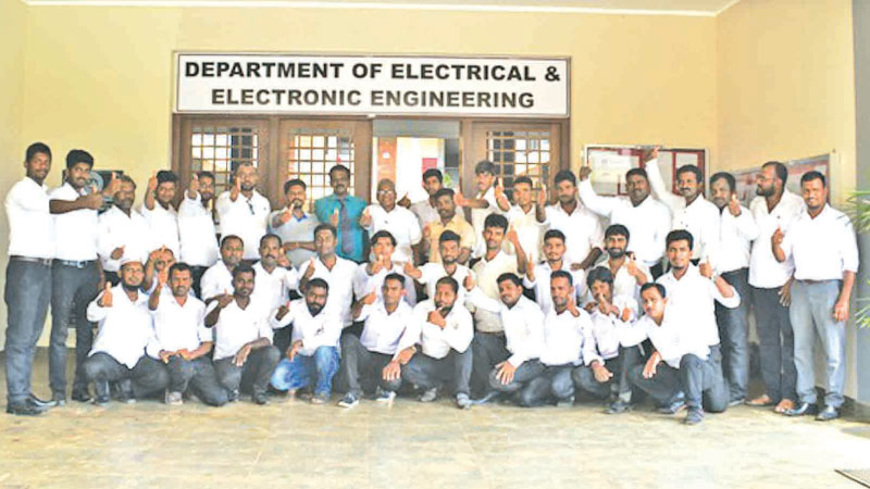 Kelani Shakthi batch with lecturers and course coodinator