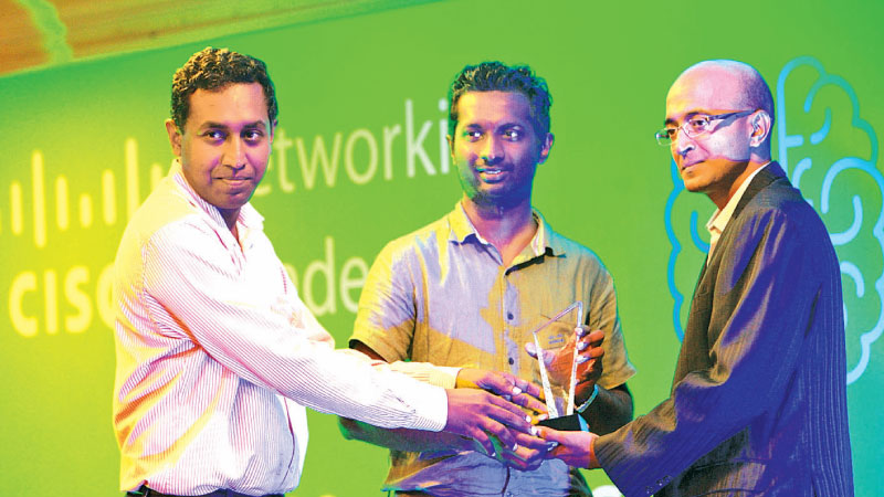 Thisara Weerasinghe, Consultant and Milan Maduranga, Consultant ,School of Computing unit, National Institute of Business Management receiving the award from  Murugan Vasudevan, Regional manager - India SAARC , Networking Academy, Corporate affairs, Cisco systems